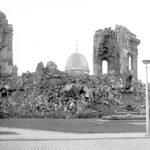 Frauenkirche nach Bombenangriff auf Dresden